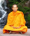 639px-Abbot_of_Watkungtaphao_in_Phu_Soidao_Waterfall